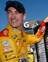Kyle, JJ, Edwards e Logano na final da Nascar
