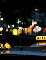 Modelo esclerosado do Taxi colocado em xeque pelo Uber