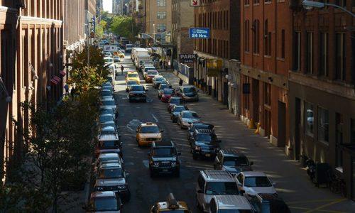 """<h2><a href=""""http://www.publixer.com.br/2018/05/24/quando-tudo-acontece-em-nova-york/"""">Quando tudo acontece em Nova York<a href='http://www.publixer.com.br/2018/05/24/quando-tudo-acontece-em-nova-york/#comments' class='comments-small'>(0)</a></a></h2>    Noturno em Manhattan é o livro do jornalista Colin Harrison que envolve o leitor em torno do personagem Porter Wren, também um jornalista, que assina uma coluna no jornal onde"""