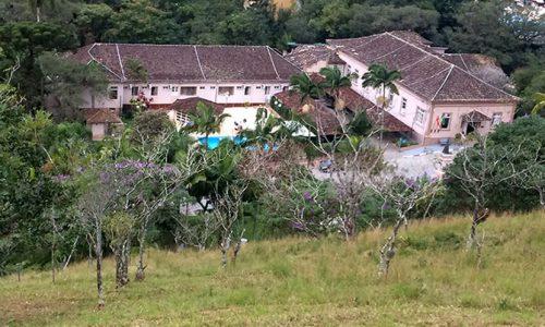 """<h2><a href=""""http://www.publixer.com.br/2018/08/08/caldas-da-imperatriz-um-hotel-federal/"""">Caldas da Imperatriz: um hotel federal<a href='http://www.publixer.com.br/2018/08/08/caldas-da-imperatriz-um-hotel-federal/#comments' class='comments-small'>(0)</a></a></h2>    Santa Catarina tem dessas coisas: cidades pequenas, ordeiras e pacatas. Santo Amaro da Imperatriz é uma delas. Mais ainda é o caminho que leva ao Hotel Caldas da Imperatriz (colado"""