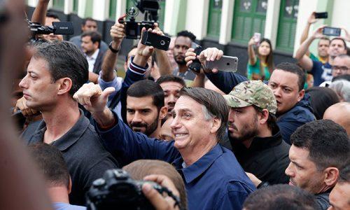 Time catarina de Bolsonaro tem ex-pepistas e militares