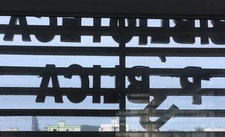 A biblioteca está fechada e os documentos históricos vulneráveis