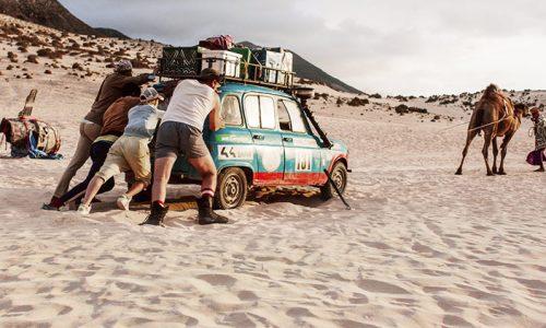 Um road movie pelo deserto